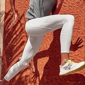 RARE!! - Athleta Contender Lazear Cut Leggings